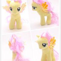 На картинке мягкая игрушка пони Флаттершай из Май Литл Пони (My little pony \ Дружба это чудо), вид с разных сторон.