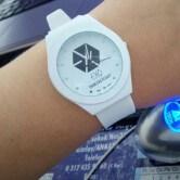 На картинке часы Exo (2 варианта), цвет белый.