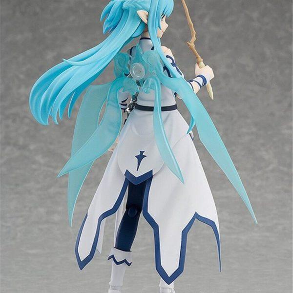 На картинке фигурка Асуна Юки подвижная (Sword Art Online) из ALO, вид сзади.