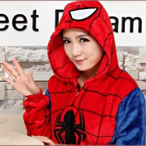 На картинке пижама кигуруми «Человек паук» (Spaderman), детали.