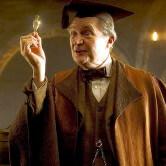 На картинке кулон зелье Феликс Фелицис из Гарри Поттера (Harry Potter) 2 варианта, кадр из фильма.