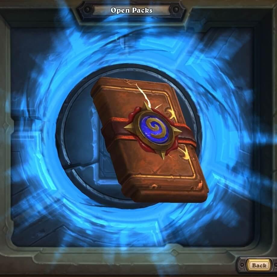 На картинке кулон Варкрафт «Набор карт Hearthstone» (World of Warcraft) WoW, кадр из игры.