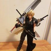 Фигурка Клауд Страйф (Final Fantasy 7) Последняя фантазия 7, реальное фото фигурки с мечами