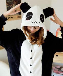 На картинке пижама-кигуруми «Панда», детали.