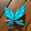 На картинке заколка бабочка Сэны (У меня мало друзей).