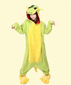 На картинке пижама-кигуруми «Дракон», вид спереди.