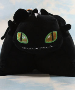 На картинке необычная подушка Беззубик (Как приручить дракона), вид спереди.