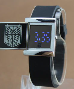 На картинке наручные часы Атака титанов (2 цвета), общий вид, цвет черный.
