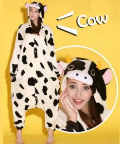 На картинке пижама-кигуруми «Корова», вид спереди.