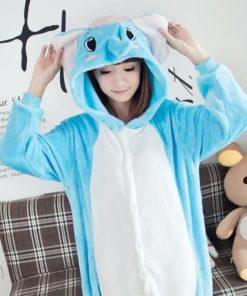 На картинке пижама-кигуруми «Слон», вид спереди.