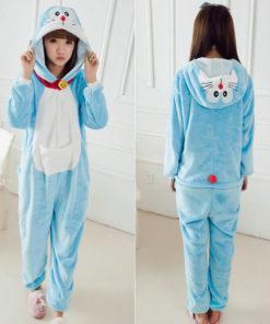 На картинке пижама-кигуруми «кот Дораэмон», вид спереди и сзади.