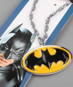На картинке кулон-подвеска «Бэтмен», общий вид, цвет желтый.