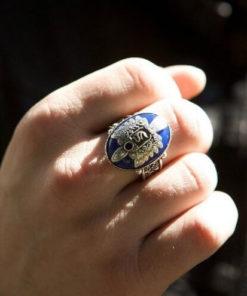 На картинке кольцо Стефана Сальваторе (Дневники вампира), общий вид.