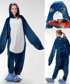 На картинке пижама-кигуруми «Акула», спереди, сзади и сверху.