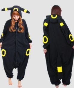На картинке пижама-кигуруми «Умбреон» Umbreon (Покемоны), вид спереди и сзади.