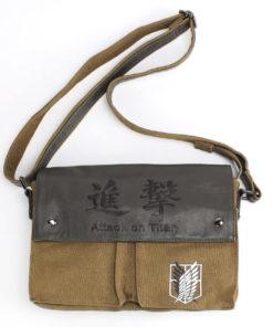 На картинке сумка «Атака титанов», общий вид.