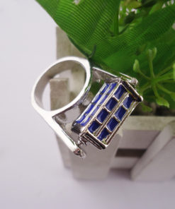 На картинке кольцо «Доктор Кто», общий вид.