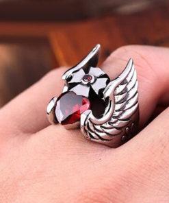 На картинке кольцо в виде шлема Тора, общий вид.