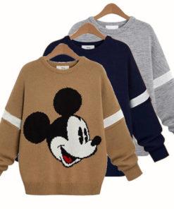 На картинке свитер с Микки Маусом женский (3 варианта), вид спереди.
