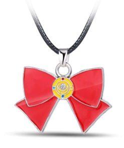 На картинке кулон Сейлормун (Sailor Moon) в виде банта, детали.